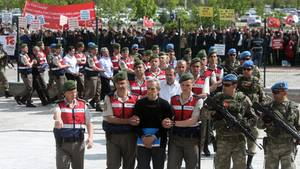Mutmaßliche Putschisten werden in Ankara zum Gericht eskortiert
