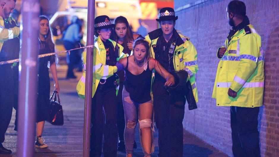Augenzeugenberichte aus Manchester: Dumpfer Knall: Video zeigt Moment der Explosion