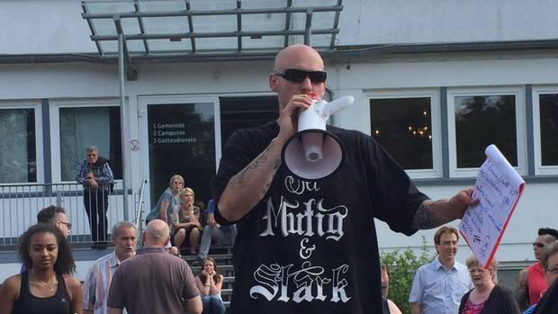 """""""Cool und trotzdem Christ"""": Nils Scharf gehört zum engeren Kreis der Gemeinde."""