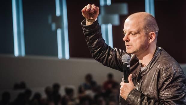 Hauptpastor Friedhelm Holthuis, Visionär des Unternehmens, in göttlicher Mission.