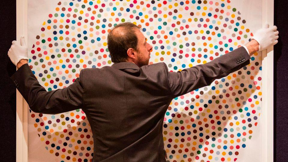 """Von Punkten und Haien: Damien Hirst schuf mehr als 1500 """"Spot Paintings""""."""