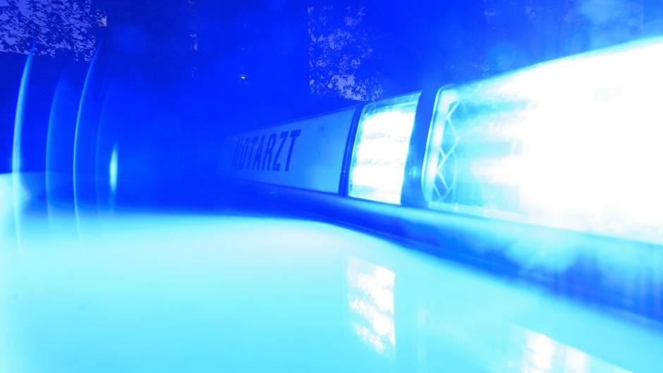 Die Siebenjährige aus Karlsruhe wurde zunächst vom Notarzt versorgt, erlag jetzt aber ihren Verletzungen (Symbolbild)