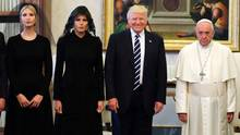Ivanka Trump, Melania Trump, Donald Trump und Papst Franziskus (v.l.)