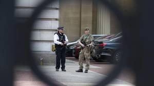 Sicherheitskräfte überall: Nach dem Anschlag herrscht in Großbritannien höchste Terrorwarnstufe.