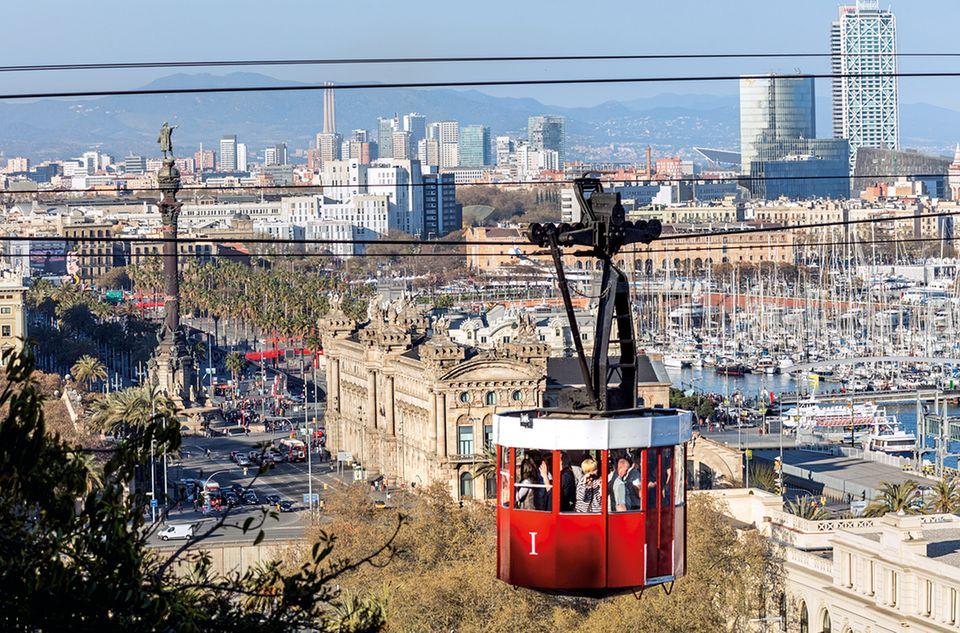 Eine alte Seilbahn verbindet denMontjuïc mit dem Strand von Barceloneta