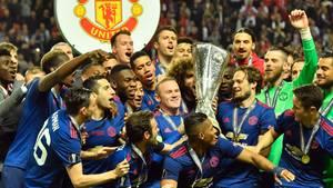 Durch einen 2:0-Sieg gegen Ajax Amsterdam sicherte sich Manchester United den Pokal der Fußball-Europa-League