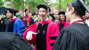 Facebook-Gründer Mark Zuckerberg der Zeremonie an der Harvard University in Cambridge, Massachusetts