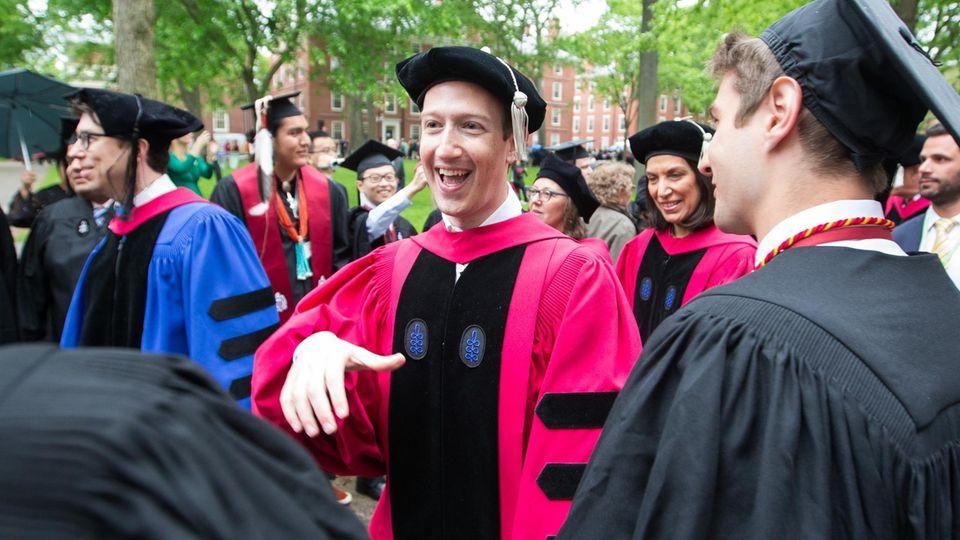 Facebook-Gründer Mark Zuckerberg der Zeremonie an der Harvard University in Cambridge, Massachusetts