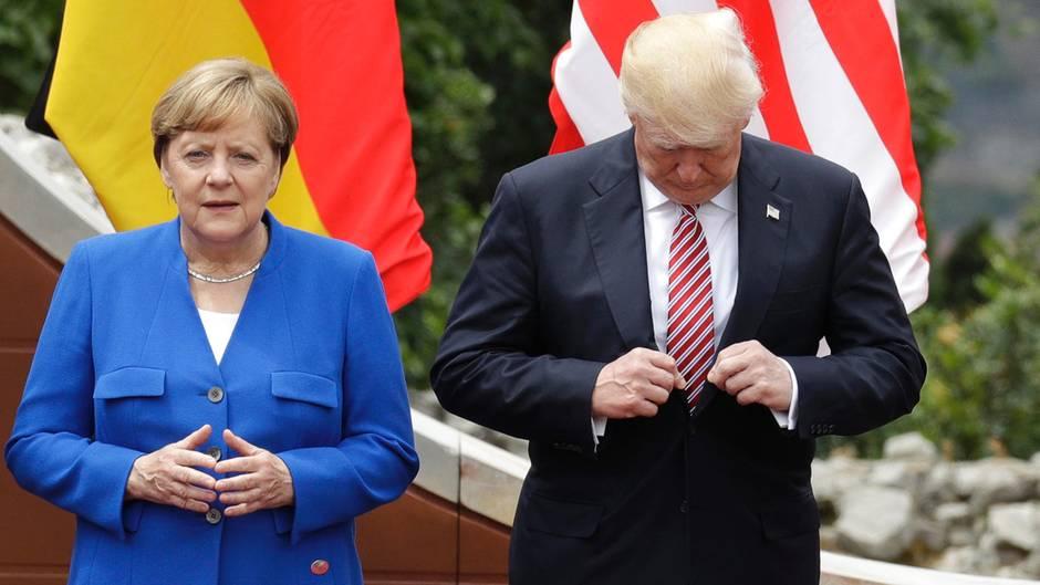 Taormina, Italien. WährendDonald Trump sich offenbar besorgt nach dem Wohlergehen seiner Schlipsspitze erkundigt, die er doch sonst immer so gut im Blick hat, gebärdet Angela Merkel die deutsche Vokabel für Vagina. Was treiben die da eigentlich auf dem G7-Gipfel?