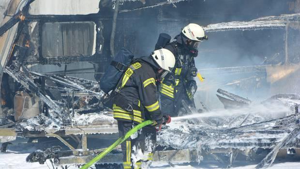 nachrichten deutschland - Wohnwagen ausgebrannt - Mülheim an der Ruhr