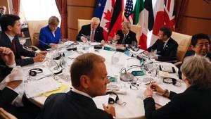 G7-Staatschefs gemeinsam am Tisch
