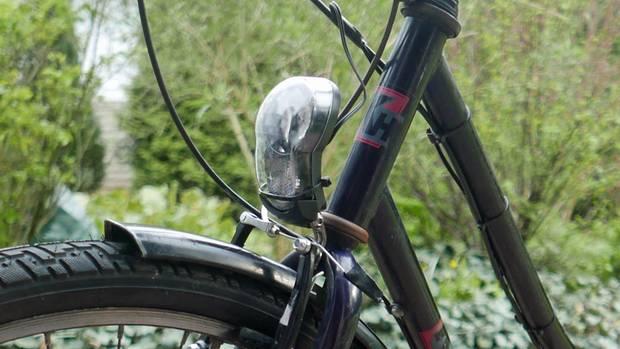 Gute Lichtanlage und neue Vorderbremsen. Die Reifen sind nicht zu schmal, das dient einem entspannten Fahrgefühl.
