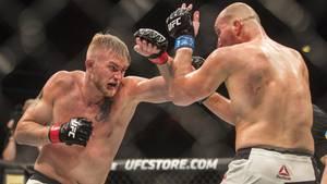 UFC-Kämpfer Alexander Gustafsson (l.) bei seinem Kampf gegen Glover Teixeira