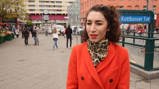 """Die 32-jährige Deutsch-Türkin Şirin Manolya Sak lebt seit 2009 am """"Kottbusser Tor""""."""