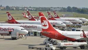 Maschinen von Air Berlin stehen auf dem Flughafen Tegel