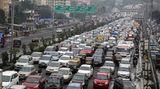 Mumbai in Indien  Stillstand auf dem Western Express Highway: Während des Monsuns wird aufgrund der Wetterumstände von den Pendlern besonders viel Geduld abverlangt.