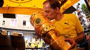 BVB-Coach Thomas Tuchel mit dem DFB-Pokal