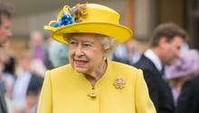 Die Queen mag es gerne farbenfroh wie hier auf auf einer Gartenparty des Buckingham Palace