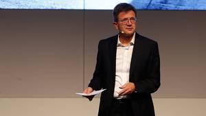 """BMW-Entwicklungsvorstand Klaus Fröhlich: """"""""Mit unserer Strategie Number One, Next haben wir entschieden: Wir optimieren den Verb"""