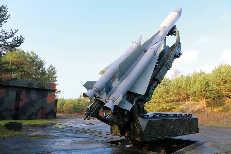 Mrzeyno, Polen: Flugabwehrstellung mit einer SA-5. Mit dieser Rakete und ihrer Einsatzreichweite von 250 Kilometern wurde ein gestaffeltes Abwehrsystem aufgebaut.