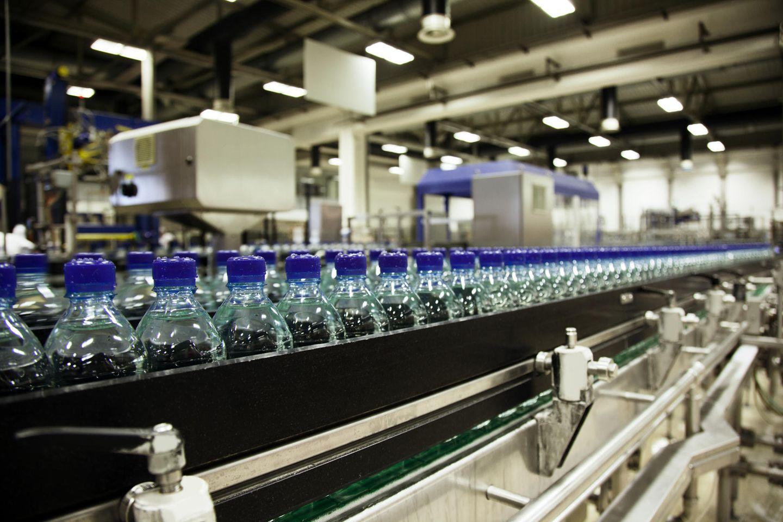 Einmal abgefüllt wird aus dem Allgemeingut Wasser ein privatisierter Markenartikel.