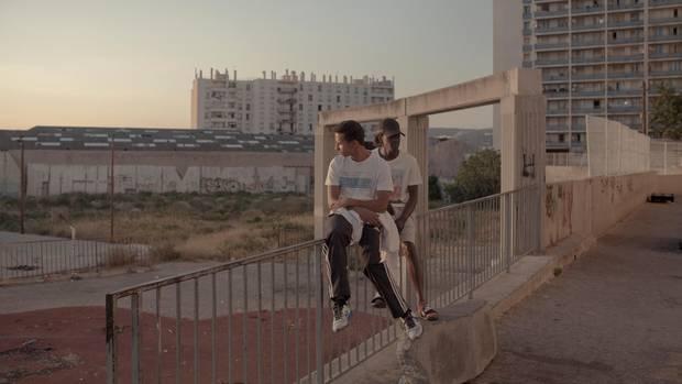"""""""Eine falsche Bekanntschaft ruiniert dir hier das Leben."""" Zwei junge Männer in einer der Cités von Marseille."""