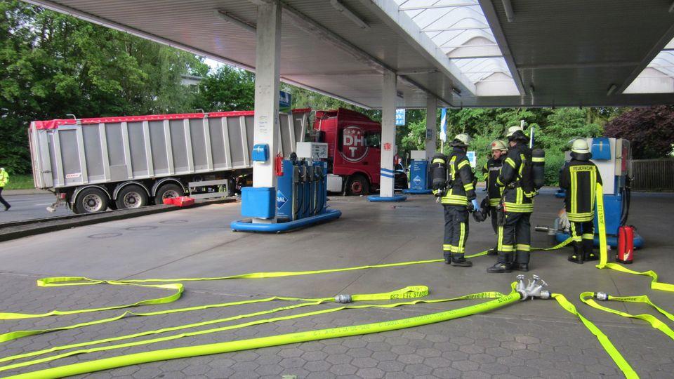 nachrichten deutschland - Lastzug tankstelle buxtehude