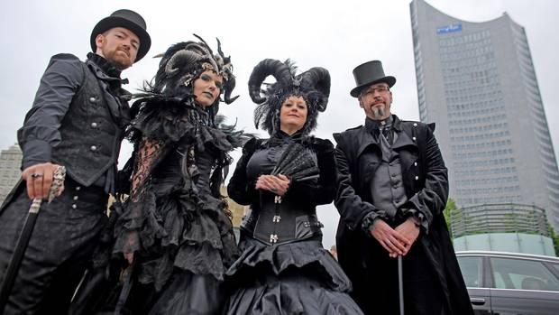 Beim Wave-Gotik-Treffen in Leipzig kommen zum 26. Mal tausende Kostümierte zusammen