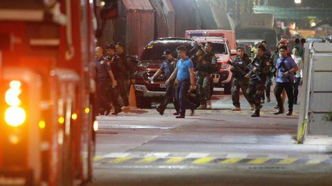 Sicherheitskräfte versuchten die Lage um den Gebäudekomplex im philippinischen Manila zu beruhigen