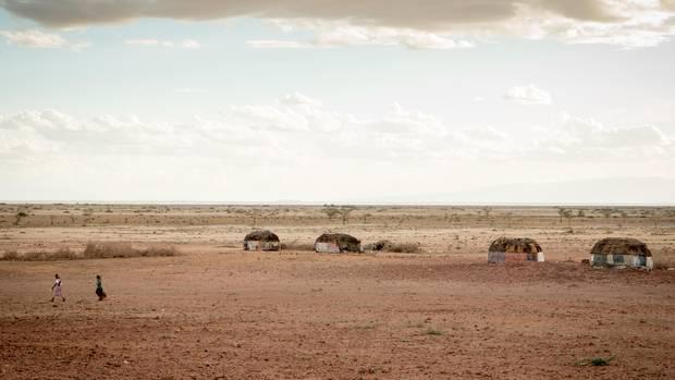 Typische Siedlung (Manyatta) der Gabra bei Maikona im Norden von Kenia (Marsabit County). Der letzte Regen liegt fast ein Jahr zurück.