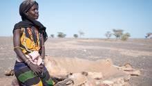 Kame sora Sake aus El- Isacko Mala hat vor einem Monat ihr Kamel verloren... Inzwischen bereut sie, dass sie ihre Ziegen und Schafe nicht rechtzeitig verkauft hat.