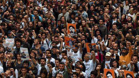 Demonstranten auf den Straßen von Istanbul, am 4. Jahrestag der Gezi-Proteste