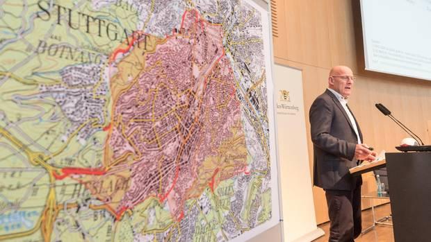 Roter Sperrbezirk: Der grüne Umweltminister Winfried Hermann stellte Anfang Mai den Luftreinhalteplan für Stuttgart vor.