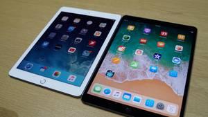 Das Display wurde auch noch an anderer Stelle überarbeitet: Das iPad Pro 10,5 kann dank HDR ein deutlich größeres Farbspektrum anzeigen. Die Bildwiederholrate steigt bei Bedarf auf satte 120 Hertz.