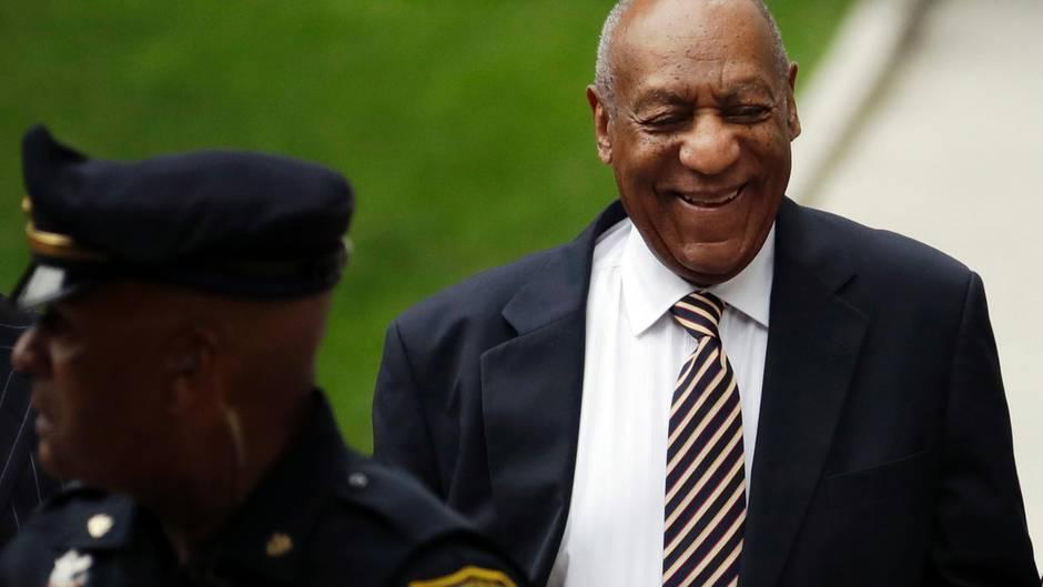 Bill Cosby wirkte bei seiner Ankunft zur Verhandlung alles andere als eingeschüchtert