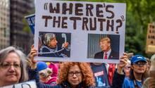 Nach der Veröffentlichung des geheimen NSA-Dokuments findet in New York eine Demonstration statt