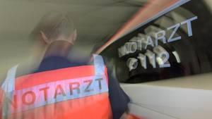 nachrichten deutschland - In Berlin hat ein pöbelnder Autofahrer den Einsatz eines Rettungsteams behindert (Symbolbild)