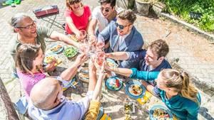 Gäste am Tisch platzieren