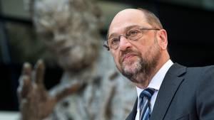 Porträt von Martin Schulz. Der SPD-Kanzlerkandidat fordert mehr Klarheit in Sachen Klimapolitik von Kanzlerin Angela Merkel.