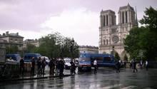 Paris: Polizisten riegeln das Gebiet rund um die Kathedrale Notre Dame ab