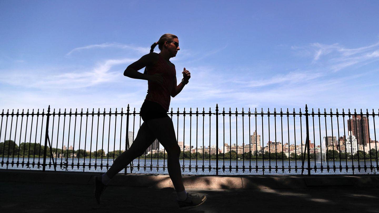 Frühling in Metropolis – Hochsaison für alle Läufer. Der Central Park hat wunderbare Laufstrecken und in der Stadt der Trends ist nun auch entspannte Aktivität angesagt.
