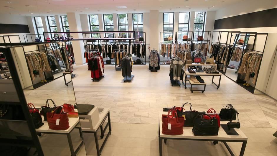 saks off 5th neue konkurrenz f r modehandel in deutschland. Black Bedroom Furniture Sets. Home Design Ideas