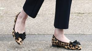 Theresa May mit Schuhen im Leopardenmuster-Look