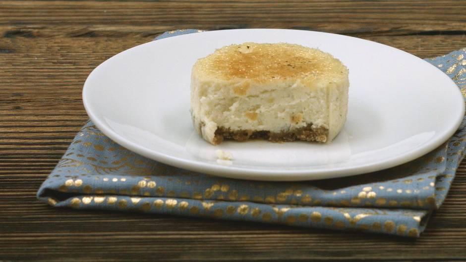Kreativer Nachtisch: Dessertklassiker neu erdacht: Crème-Brûlée-Cheesecake