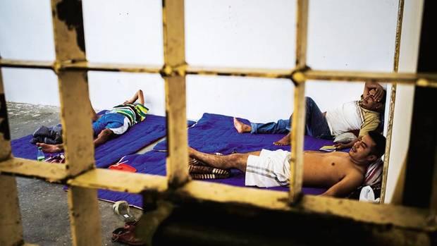 Den Knast in der Kleinstadt haben die Einwohner selbst gebaut. Häftlinge schlafen auf dünnen Decken