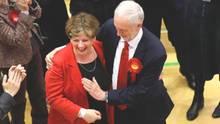 Labour-Chef Jeremy Corbyn mit der außenpolitischen Sprecherin der Labour-Fraktion, Emily Thornberry