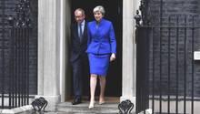 Theresa May auf dem Weg zur Queen