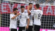 Sandro Wagner (2.v.r.) steuerte drei Tore zum Sieg über San Marino bei