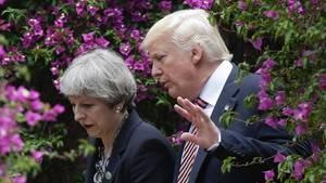 Donald Trump und Theresa May im vertrauten Gespräch beim G7-Gipfel in Taormina