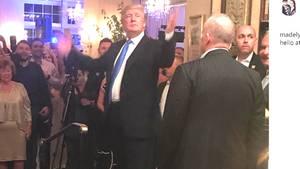 Besucher der Hochzeit luden Fotos der kurzen Stippvisite von Donald Trump in die sozialen Netzwerke hoch